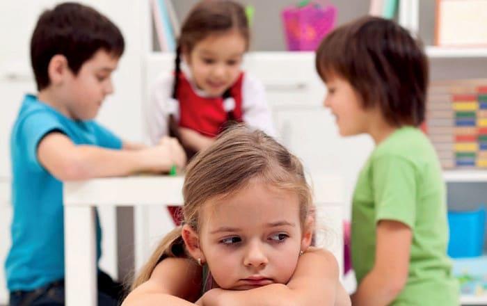 с ребенком не хотят дружить другие дети