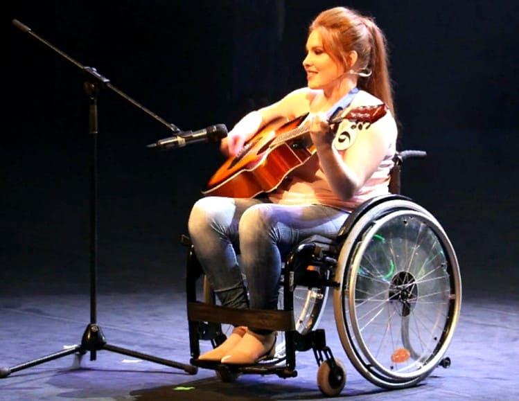 женщина инвалид