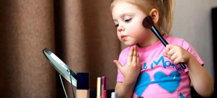 С какого возраста можно разрешить девочке краситься